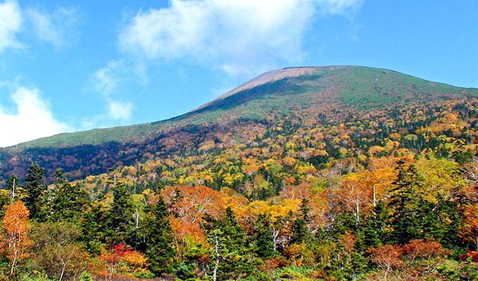紅葉に染まる岩手山