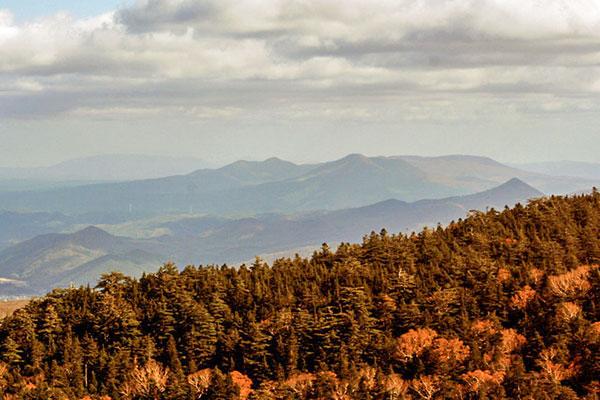 茶臼岳北尾根から見る七時雨山