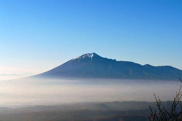七時雨山山頂から見た岩手山