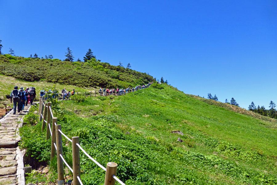2八幡平源太森への階段