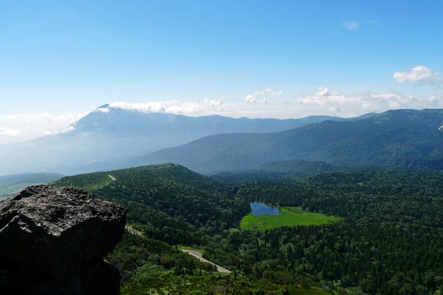 茶臼岳山頂から岩手山