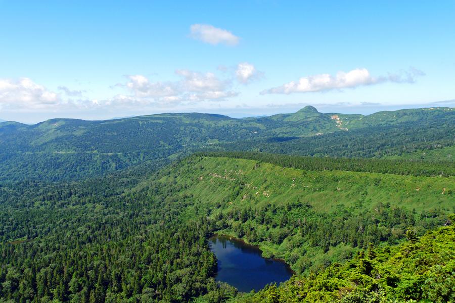 茶臼岳山頂から畚岳・熊沼